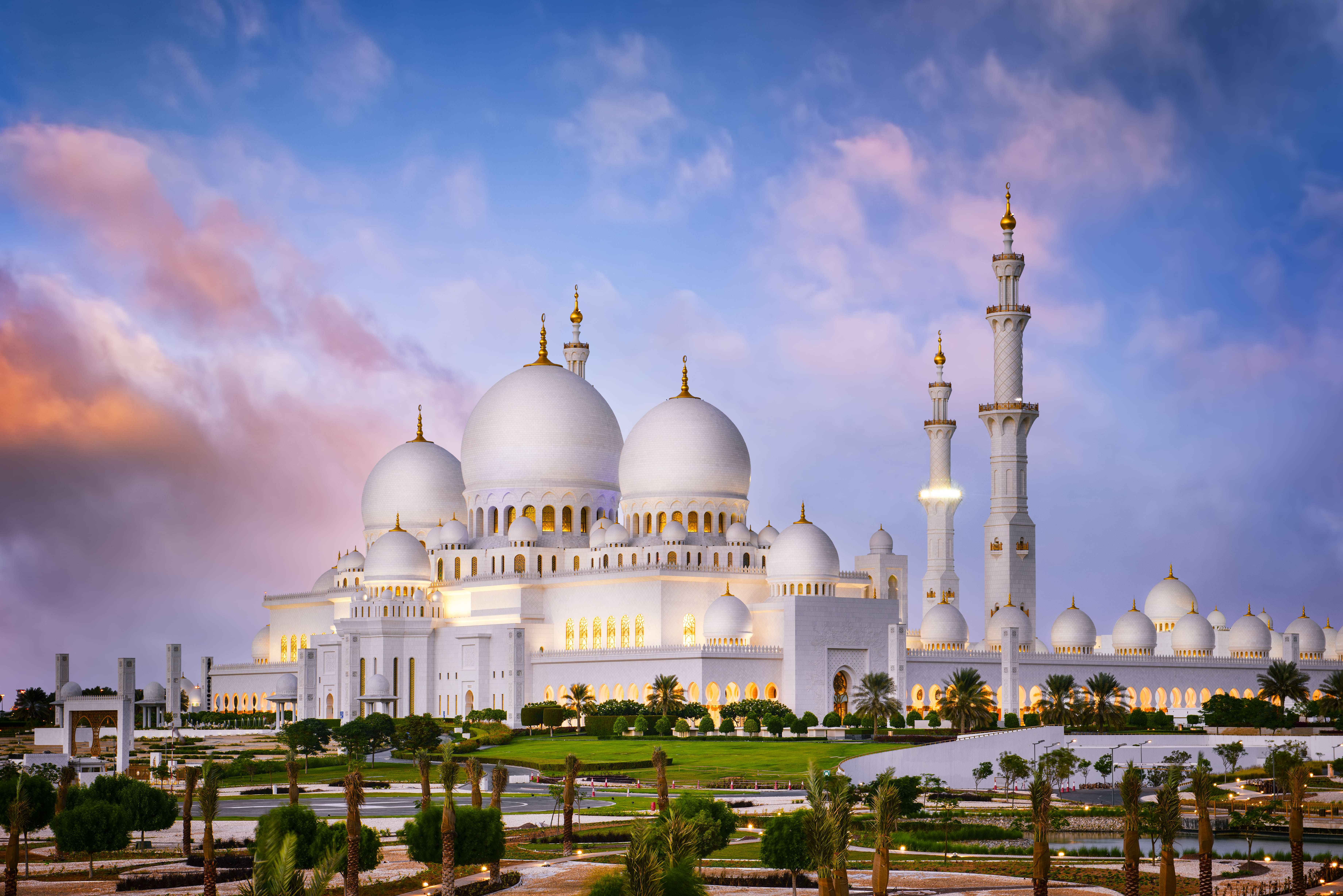 Abu Dhabi Sheikh Zayed Grand Mosque Tour In Half Day From Dubai - Travel Fube